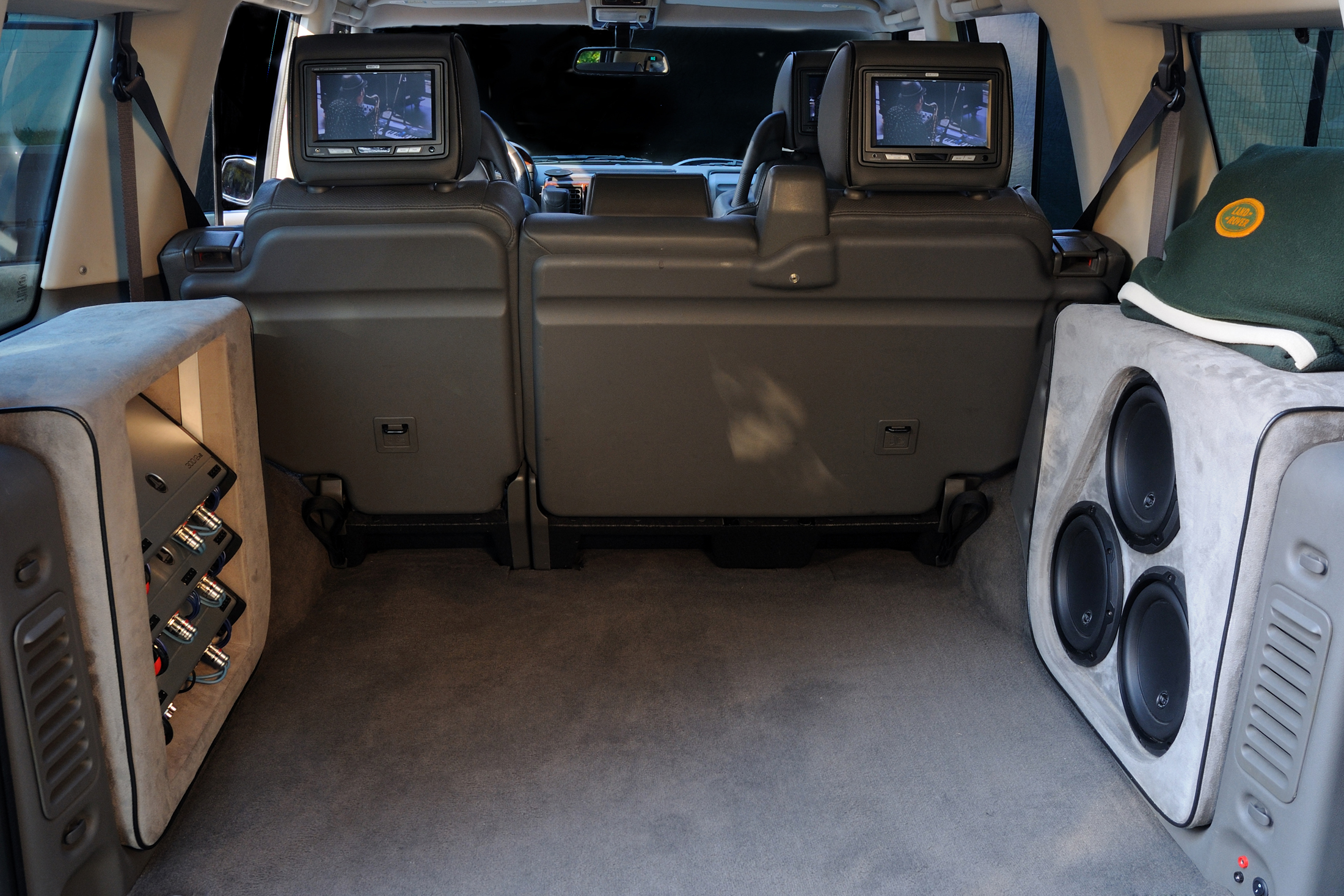 ... custom video screens in land rover custom jl audio amplifiers ...